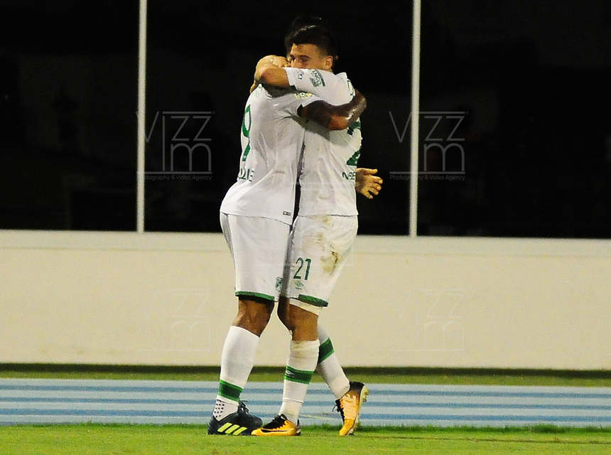 BARRANCABERMEJA - COLOMBIA, 31-10-2017:  Jefferson Duque (Izq) jugador de Deportivo Cali celebra después de anotar un gol a Alianza Petrolera durante partido fecha 18 de la Liga Aguila II 2017 disputado en el estadio Daniel Villa Zapata de la ciudad de Barrancabermeja. / Jefferson Duque (L) player of Deportivo Cali celebrates after scoring a goal to Alianza Petrolera during match for the date 18 of the Aguila League II 2017 played at Daniel Villa Zapata stadium in Barrancebermeja city. Photo: VizzorImage / Jose Martinez / Cont