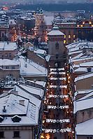 Europe/Voïvodie de Petite-Pologne/Cracovie: Porte et rue Saint-Florian vue depuis le clocher de l'église Notre Dame - Vieille ville (Stare Miasto) classée Patrimoine Mondial de l'UNESCO,
