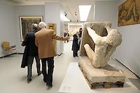 - Milano, il nuovo museo d'arte del 900 nel palazzo dell'Arengario in piazza del Duomo; scultura di Arturo Martini<br /> <br /> - Milan, the new arts museum of the 900 in the Arengario palace at Duomo square