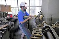 - la prestigiosa fabbrica artigianale di sassofoni Ramponi & Cazzani a Quarna di Sotto (Verbania), fondata nel 1875 e gestita attualmente dalla famiglia Zolla....- the prestigious factory of handmade saxophones Ramponi & Cazzani in Quarna di Sotto (Verbania), founded in 1875 and currently managed by the Zolla family ......