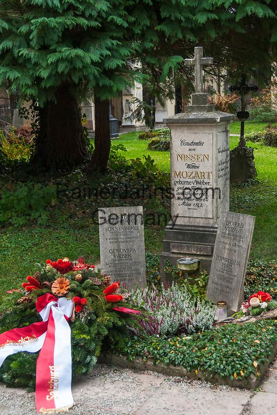 Oesterreich, Salzburger Land, Salzburg: St. Sebastians Friedhof: Grab der Familie Mozart - Leopold Mozart (1787), Constantia von Nissen (Mozarts Witwe - gest. 1842) - auch Genoveva von Weber (Mutter v. Carl Maria von Weber) liegt hier begraben | Austria, Salzburger Land, Salzburg: St. Sebastians Cemetery: tomb of Mozart's family - Leopold Mozart (1787) and Constantia von Nissen (Mozart's widow who died 1842) - also Genoveva von Weber (mother of composer Carl Maria von Weber) is buried at this cemetery