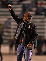 LA PAZ - BOLIVIA, 01-06-2017: Oscar Quintabani técnico del Tolima gesticula durante partido de la primera fase, llave 16,entre Bolívar de Bolivia y Deportes Tolima de Colombia por la Copa Conmebol Sudamericana 2017 jugado en el estadio Hernando Siles de la ciudad de La Paz, Bolivia. / Oscar Quintabani, coach of Tolima, grestures during match for the first phase, Kye 16, between  Bolivar de Bolivia and Deportes Tolima of Colombia for the Conmebol Sudamericana Cup 2017 played at Hernando Siles stadium in La Paz, Bolivia. Photo: VizzorImage / Daniel Miranda / APG Noticias / Cont