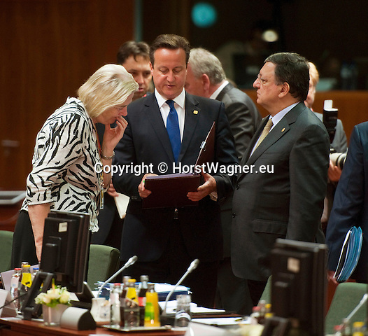 Brussels-Belgium - June 27, 2014 -- European Council, EU-summit, meeting of Heads of State / Government; here, David CAMERON (ce), Prime Minister of the United Kingdom, with José (Jose) Manuel BARROSO (ri), President of the European Commission, and Catherine DAY (le), Secretary-General of the European Commission -- Photo: © HorstWagner.eu