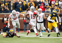 Ohio State Buckeyes running back Ezekiel Elliott (15) runs upfield ahead of Michigan Wolverines safety Dymonte Thomas (25) during the NCAA football game at Michigan Stadium in Ann Arbor on Nov. 28, 2015. Ohio State won 42-13. (Adam Cairns / The Columbus Dispatch)