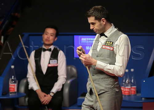 30.04.2016. The Crucible, Sheffield, England. World Snooker Championship. Semi Final, Mark Selby versus Marco Fu. Mark Selby chalks his cue in the final frame of the session, which set a new world record for the longest frame in history, timed at 76 minutes 11 seconds