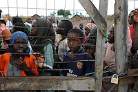 KENYA Turkana Region, UNHCR refugee camp Kakuma, where permanent 80.000 refugees from Somalia, Ethiopia, South Sudan are living, children at gate of PALUTAKA PRIMARY SCHOOL / KENIA UNHCR Fluechtlingslager Kakuma in der Turkana Region , hier leben ca. 80.000 Fluechtlinge aus Somalia Sudan Aethiopien, Kinder am Tor der PALUTAKA Grundschule