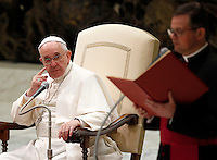 Papa Francesco tiene l'udienza generale del mercoledi' in aula Paolo VI, Citta' del Vaticano,7 gennaio 2015.<br /> Pope Francis attends his weekly general audience in the Paul VI hall at the Vatican, 7 January 2015.<br /> UPDATE IMAGES PRESS/Isabella Bonotto<br /> <br /> STRICTLY ONLY FOR EDITORIAL USE