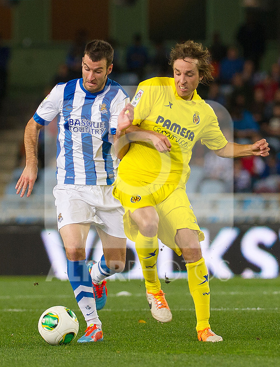 Real Sociedad's Imanol Agirretxe (l) and Villareal's Tomás Pina during Copa del Rey match.November 23,2013. (ALTERPHOTOS/Mikel)