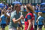 NIJMEGEN -  coach Matthijs Brouwer (Nijm.) met Vivianne Schuurman (Huizen)  na de tweede play-off wedstrijd dames, Nijmegen-Huizen (1-4), voor promotie naar de hoofdklasse.. Huizen promoveert naar de hoofdklasse.  COPYRIGHT KOEN SUYK