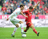 FUSSBALL   1. BUNDESLIGA  SAISON 2011/2012   29. Spieltag FC Bayern Muenchen - FC Augsburg       07.04.2012 Sebastian Langkamp (li, FC Augsburg) gegen Mario Gomez (FC Bayern Muenchen)