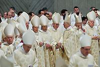 Cardinali nella Basilica di San Pietro durante la celebrazione di una messa