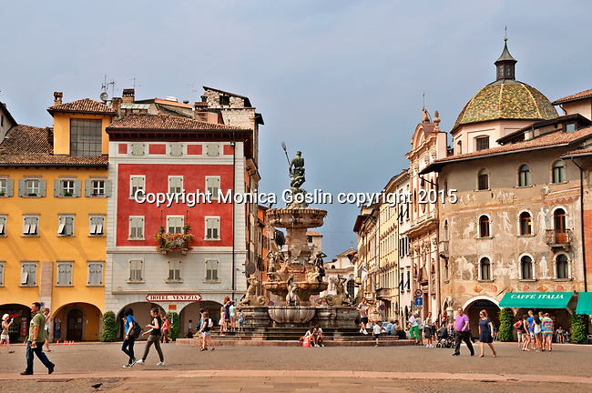 Piazza Duomo with the late Baroque Fountain of Neptune in the center and Casa Rella on the right