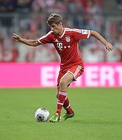 Fussball  1. Bundesliga  Saison 2013/2014   1. SPIELTAG FC Bayern Muenchen - Borussia Moenchengladbach       09.08.2013 Thomas Mueller (FC Bayern Muenchen) Einzelaktion am Ball