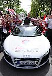 Fussball, Bundesliga 2009/2010: Der FC Bayern feiert die Deutsche Meisterschaft auf dem Marienplatz