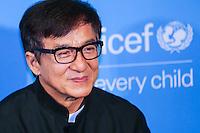 NEW YORK, NY, 12.12.2016 - ONU-UNICEF - O ator honconguês Jackie Chan atende fotógrafos durante tapete vermelho do 70º aniversário da UNICEF (Fundo das Nações Unidas para a Infância) na sede da Nações Unidas em New York os Estados Unidos nesta segunda-feira, 12. (Foto: Vanessa Carvalho/Brazil Photo Press)