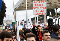 "Manifestazione ""Family Day"" al Circo Massimo, in sostegno della famiglia tradizionale, contro la legge sulle unioni civili in discussione al Senato, Roma, 30 gennaio 2016. <br /> A demonstrator holds a sign reading ""Renzi's government destroyer of family"" at the Circus Maximus during the ""Family Day"" rally in support of traditional family, against civil unions proposed law in discussion at the Italian Parliament, Rome, 30 January 2016.<br /> UPDATE IMAGES PRESS/Riccardo De Luca"