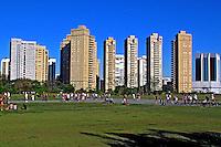 Pessoas no Parque Villa Lobos. São Paulo. 2009. Foto de Juca Martins.
