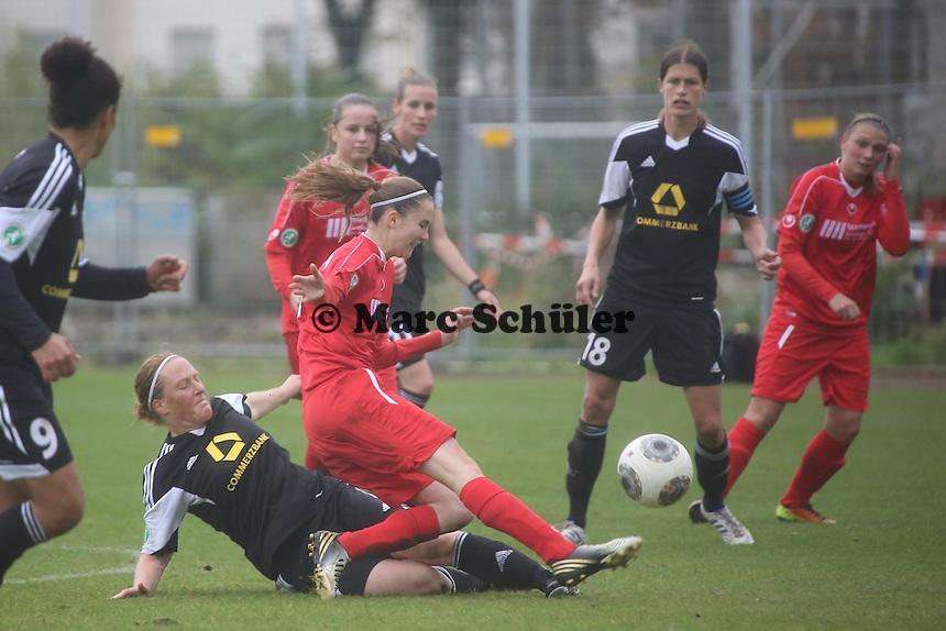 Melanie Behringer (FFC) erobert den Ball - 1. FFC Frankfurt vs. VfL Sindelfingen