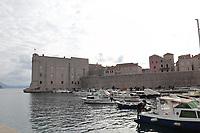 Hafen in der Altstadt von Dubrovnik - 25.11.2017: Dubrovnik mit der Costa Deliziosa