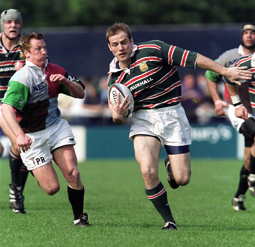 Photo. Richard Lane. .Harlequins v Leicester. 6/5/2000.Paul Gustard breaks.