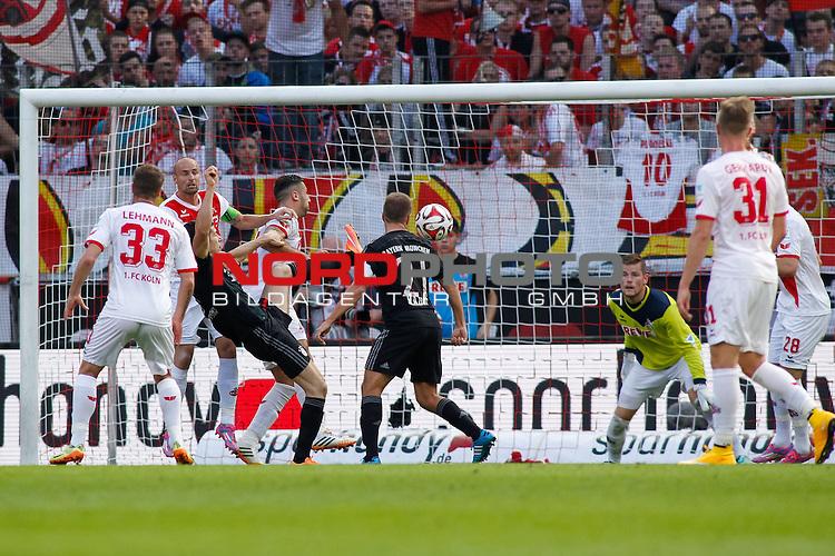 27.09.2014, RheinEnergieStadion, K&ouml;ln / Koeln, GER, Fussball, 1. Bundesliga, 1. FC K&ouml;ln / Koeln vs. FC Bayern M&uuml;nchen / Muenchen, im Bild: Torchance fuer Robert Lewandowski #9 (FC Bayern M&uuml;nchen / Muenchen). Querformat, Aktion, Action<br /> <br /> Foto &copy; nordphoto / Grimme *** Local Caption ***