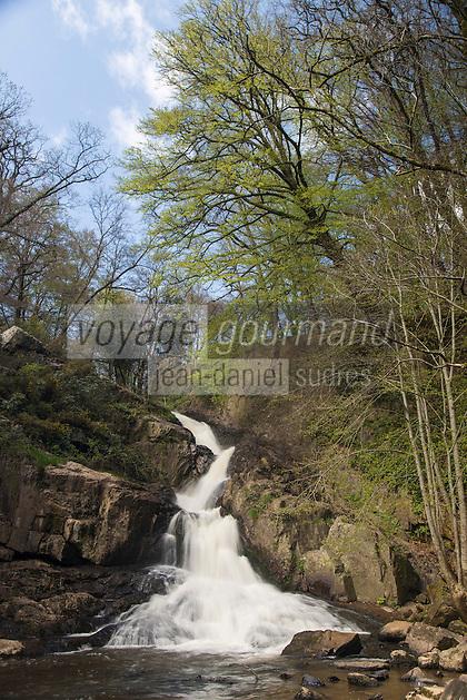 Europe/France/Normandie/Basse-Normandie/50/Manche/Mortain: la Grande Cascade située sur la Cance, //  France, Manche, Mortain, The large waterfall