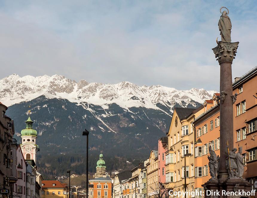 Anna-Säule auf der  Maria-Theresien-Straße vor dem Karwendel, Innsbruck, Tirol, Österreich