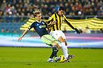Nederland, Arnhem, 27 januari 2013.Eredivisie.Seizoen 2012-2013.Vitesse-Ajax.Christian Poulsen van Ajax en Jonathan Reis van Vitesse strijden om de bal.