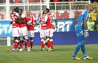 BOGOTA -COLOMBIA- 26 -10--2013.Autogol del Deportivo Pasto. Accion de juego correspondiente al partido entre los equipos Independiente Santa Fe y Deportivo Pasto, encuentro de la fecha dieciseisava de la  Liga Postobon segundo semestre jugado en el estadio de Techo  / Action game for the match between the teams Independiente Santa Fe and Deportivo Pasto, date sixteenth meeting of the Postobon  League second half played in the Techo stadium .Photo: VizzorImage / Felipe Caicedol / Staff