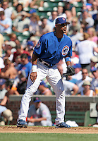 Chicago Cubs first baseman Derrek Lee #25 during a game against the New York Mets at Wrigley Field on July 15, 2006 in Chicago, Illinois.  (Mike Janes/Four Seam Images)