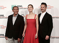 "L'attore statunitense Wes Studi (s) l'attrice britannica Rosamund Pike (c) il regista statunitense Scott Cooper (d) posano durante il photocall per la presentazione del film ""Hostiles"" al Festival Internazionale del Film di Roma, 26 ottobre 2016 .<br /> US actor Wes Studi (l) british actress Rosamund Pike (c) and US director Scott Cooper (r) pose for a photocall to present the movie ""Hostiles"" during the international Rome Film Festival at Rome's Auditorium, October 26, 2017.<br /> UPDATE IMAGES PRESS/Isabella Bonotto"