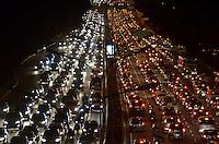 SAO PAULO, SP, 30 DE JULHO DE 2013 – TRÂNSITO EM SÃO PAULO: Trânsito na Av. 23 de Maio, próximo ao Parque do Ibirapuera, zona sul de São Paulo na tarde desta terça feira (30). FOTO: LEVI BIANCO - BRAZIL PHOTO PRESS.