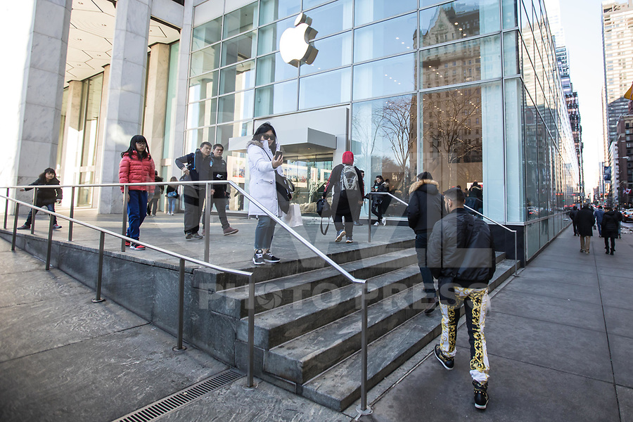 NEW YORK, NY, 19.03.2017 - APPLE-NEW YORK - Vista da fachada da loja da Apple  na Quinta Avenida em Manhattan na cidade de New York neste domingo, 19. (Foto: Vanessa Carvalho/Brazil Photo Press)