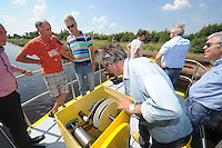 ALGEMEEN: LUINJEBERD: Fietsveerpont de Deelen, 11-07-2014, transporttandwielen, ©foto Martin de Jong