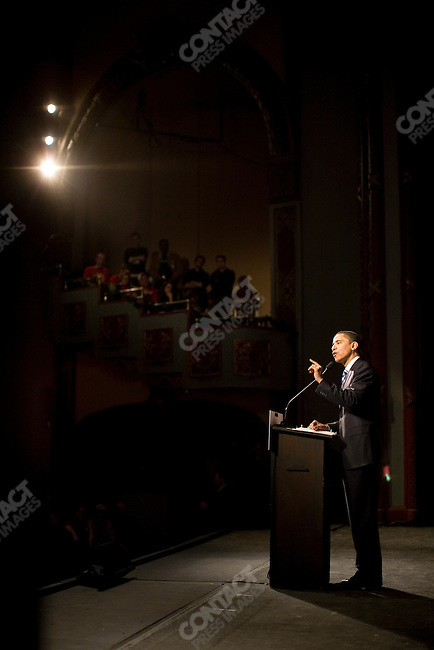 Senator Barack Obama, Democratic contender for the Presidential nomination, campaigning at the Palace theater, Manchester, NH, January 6, 2008
