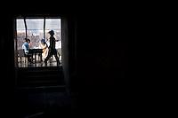 Due ragazze in un ristorante del centro.<br /> Two girls at a restaurant in the center