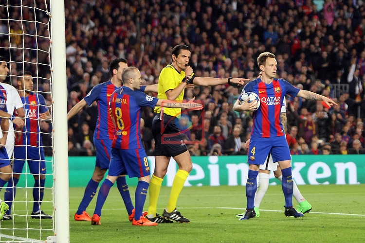 UEFA Champions League 2016/2017.<br /> Round of 16 2nd leg<br /> FC Barcelona vs Paris Saint-Germain: 6-1.<br /> Sergio Busquets, Andres Iniesta, Deniz Aytekin &amp; Ivan Rakitic.