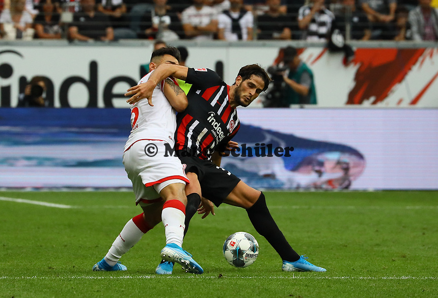 Goncalo Paciencia (Eintracht Frankfurt) gegen Erik Thommy (Fortuna Düsseldorf) - 01.09.2019: Eintracht Frankfurt vs. Fortuna Düsseldorf, Commerzbank Arena, 3. Spieltag<br /> DISCLAIMER: DFL regulations prohibit any use of photographs as image sequences and/or quasi-video.
