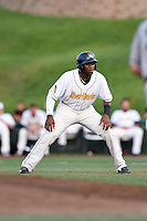 South Bend Silver Hawks outfielder Justin Williams (33) leads off first during a game against the Dayton Dragons on August 20, 2014 at Four Winds Field in South Bend, Indiana.  Dayton defeated South Bend 5-3.  (Mike Janes/Four Seam Images)