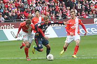 Mario Götze (Bayern) gegen Stefan Bell und Johannes Geis (Mainz) - 1. FSV Mainz 05 vs. FC Bayern München, Coface Arena, 26. Spieltag