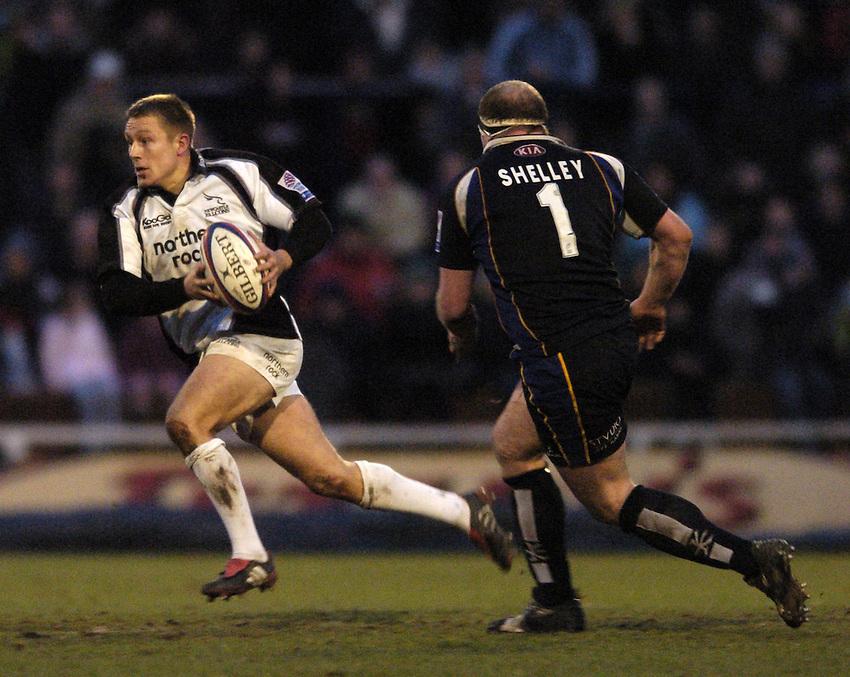 Photo. Jed Wee..Leeds Tykes v Newcastle Falcons, Zurich Premiership, 27/12/2004..Newcastle's Jonny Wilkinson.