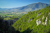 Spoleto, Umbria, Italy, June 2006. The walled city of Spoleto and its famous ponte delle torri are the starting point for the Olive grove walking trail to assisi, which meanders through the beautiful surrounding countryside with its medieval walled villages and cities, olive groves and vineyards. Photo By Frits Meyst/Adventure4ever.com