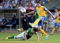 FUSSBALL   1. BUNDESLIGA   SAISON 2013/2014   1. SPIELTAG Eintracht Braunschweig - Werder Bremen             10.08.2013 Zlatko Junuzovic (li, SV Werder Bremen) gegen Norman Theuerkauf (re, Eintracht Braunschweig)