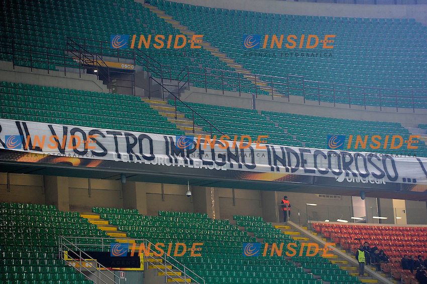 Striscione di contestazione tifosi Inter, Curva Nord vuota. Supporters Empy stands for a strike of Inter Supporters<br /> Milano 8-12-2016 Stadio Giuseppe Meazza - Football Calcio Europa League Inter - Sparta Praga. Foto Giuseppe Celeste / Insidefoto