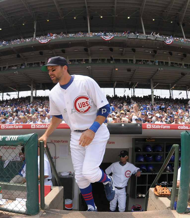 MARK DEROSA, of the Chicago Cubs, in action against the Atlanta Braves during the Cubs game on June 12, 2008 in Chicago, IL. The Cubs won the game 3-2.