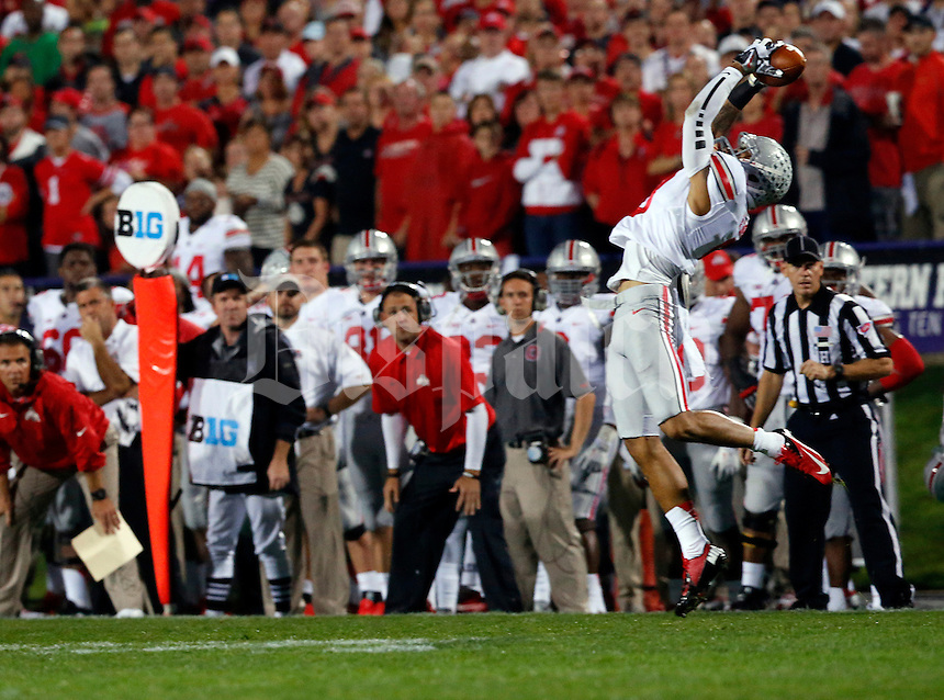 Ohio State Buckeyes wide receiver Devin Smith (9) catches a pass in the first quarter of their game against the Northwestern Wildacts at Ryan Field in Evanston, IL on October 5, 2013. Columbus Dispatch photo by Brooke LaValley)