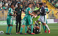 BOGOTÁ - COLOMBIA, 10-02-2019:durante partido por la fecha 4 de la Liga Águila I 2019 jugado en el estadio Metropolitano de Techo de la ciudad de Bogotá. Equidad and Deportivo Cali players discuss after the foul committed by Diego Novoa goalkeeper of Equity to the player Daniel Giraldo Deportivo Cali during the match for the date 4 of the Liga Aguila I 2019 played at the Metropolitano de Techo  stadium in Bogota city. Photo: VizzorImage / Felipe Caicedo / Staff.