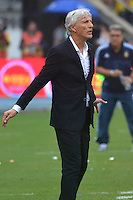 BARRANQUILLA - COLOMBIA - 17-11-2015: Jose Pekerman técnico de Colombia gesticula durante el encuentro con Argentina válido por la clasificación a la Copa Mundo FIFA 2018 Rusia jugado en el estadio Metropolitano Roberto Melendez en Barranquilla. / Jose Pekerman of Colombia gestures durng match against Argentina valid for the 2018 FIFA World Cup Russia Qualifiers played at Metropolitan stadium Roberto Melendez in Barranquilla. Photo: VizzorImage / Alfonso Cervantes / Str
