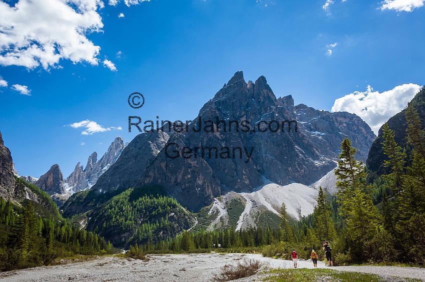 Italy, South Tyrol (Trentino - Alto Adige), near Sexten, district Moos: the picturesque Fischleintal (Val Fiscalina) at Drei Zinnen Nature Park (Parco Naturale Tre Cime), side valley of Sexten Valley (Valle di Sesto) - dried-up river Fischleinbach (Rio Fiscalina) at valley end and Sexten Dolomites (Dolomiti di Sesto) La meridiana di Sesto with summits Zwoelferkofel (Cima Dodici) and Einserkofel (Cima Una) | Italien, Suedtirol, bei Sexten, Ortsteil Moos: das malerische Fischleintal im Naturpark Drei Zinnen - ein Nebental des Sextentals - das ausgetrocknetes Flussbett des Fischleinbaches am Talschluss vor der Sextener Sonnenuhr mit dem Zwoelferkofel und dem Einserkofel