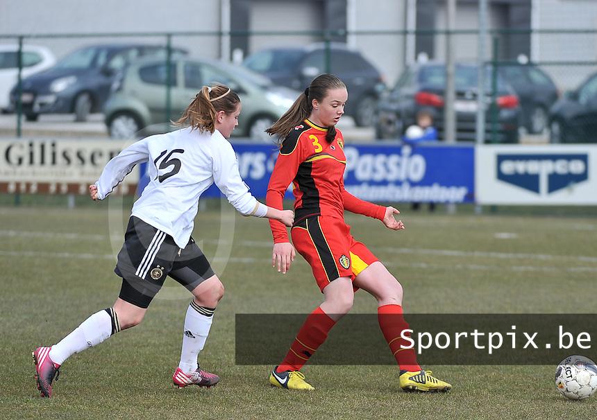 Belgie U17 - Duitsland U17 : Tine De Caigny aan de bal.foto DAVID CATRY / Vrouwenteam.be